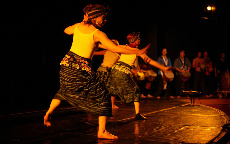 Rainbow dance theater dancers in Roots of Hip Hop
